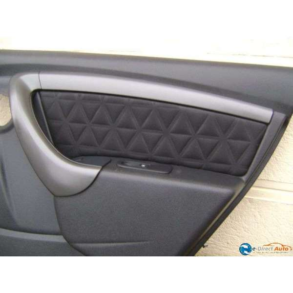 Panneau interieur porte avant arriere garniture dacia duster for Interieur dacia duster